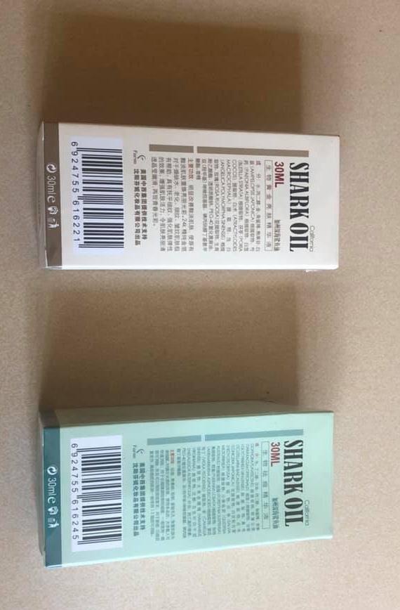 Công ty chúng tôi xin chân thành cảm ơn sự tín nhiệm của Quý Khách hàng, trân trọng giới thiệu đến Quý Khách hàng Tinh chất Cá Mập Trắng Da, Trị Mun, Trị Nám…. Công Ty Thiết Bị THẨM MỸ Hà ANH được vinh danh là nhà phân phối số 1 về Máy thẩm mỹ và mỹ phẩm….chuyên bán buôn bán lẻ các mặt hàng mỹ phẩm cao cấp của Hàn Quốc , Nhật Bản..... chúng tôi tự hào là một trong những nhà Bán lẻ tốt nhất của hãng mỹ phẩm nổi tiếng Hàn Quốc ThefaceShop. Tất cả các sản phẩm của chúng tôi đều là các sản phẩm được nhập khẩu chính hãng hoặc theo đường xách tay trực tiếp từ Hàn Quốc về Việt Nam Hiện tại công ty chúng tôi nhập khẩu thêm dòng sản phẩm tinh chất cá mập với hai loại dành cho da mụn và loại màu vàng phù hợp với mọi loại da. Được nhập khẩu trực tiếp từ nước ngoài và phân phối tại maythammyhanoi.com , dung tích có mỗi lọ 30ml.                       TINH CHẤT CÁ MẬP, TINH CHẤT SHARK OIL Loại hộp màu vàngcải thiện rõ rệt những sắc màu tối của da,giúp da sáng mịn bổ xung vàng 24K nguyên chất cải thiện tình trạng da khô, thiếu nước, lão hóa, trị nếp nhăn có hiệu quả tích cực đối với da nhăn và thô ráp tăng cường sức sống cho da giúp cho da làn da được nuôi dưỡng trắng mịn màng. Khuôn mặt bạn sẽ toát lên vẻ rạng ngời trắng sáng tự nhiên, giữ làn da này cùng với thời gian. Sản phẩm thích hợp với mọi loại da. Loại hộp màu xanh trị mụn xóa sẹo,loại bỏ trứng cá ,mụn nhọt,làm se khít lỗ chân lông,phục hồi làn da mềm mại va nhẵn mịn đối với những mụn nhọt thỉnh thoảng mới xuất hiện , sau vài ngày sử dụng sản phẩm thì có thể xóa được mụn đối với làn da có nhiều mụn thì thông thường sau khi sử dụng hết một lọ sẽ thấy hiệu quả rõ rệt,đồng thời có thể ngăn ngừa mụn mới xuất hiện đối với mụn mới và mụn cũ phát tác ,mụn xuất hiện trên toàn mặt,vết sẹo do mụn để lại.                                                       DẪN LỜI MỘT VỊ KHÁCH Trước đây, da mặt em vô cùng lán mịn, chẳng hiểu sao cuối năm cấp 3 mụn lại rầm rộ biểu tình khiến em rất buồn và lo lắng. Em làm đủ các kiểu con đà điểu nh